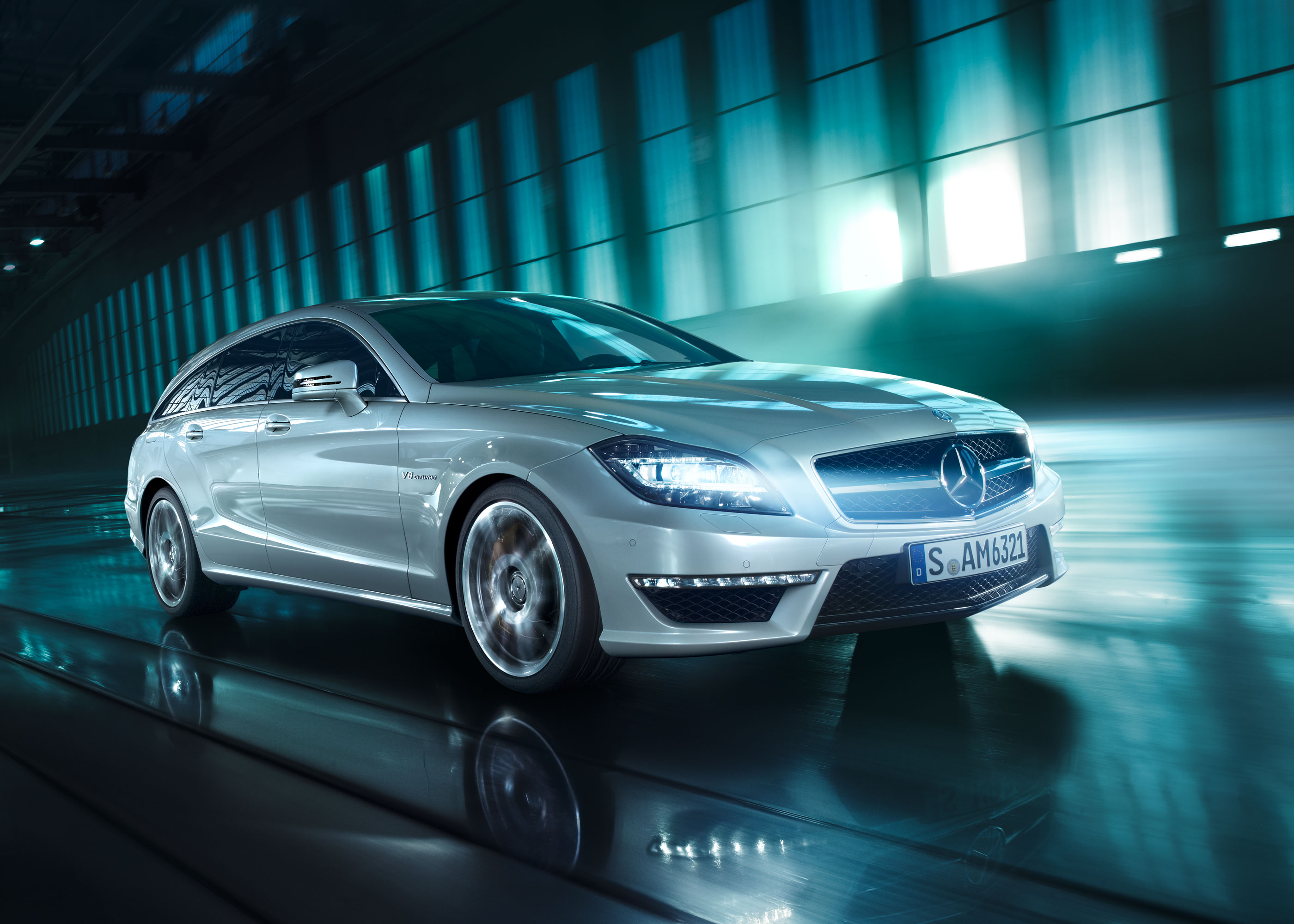Olaf Hauschulz, Mercedes CLS Shooting Brake, Industrial places, green, natural light